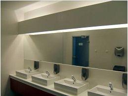 Folytonos tükörsáv, direkt-indirekt helyi  világítással (Thermal Spa Siklós)